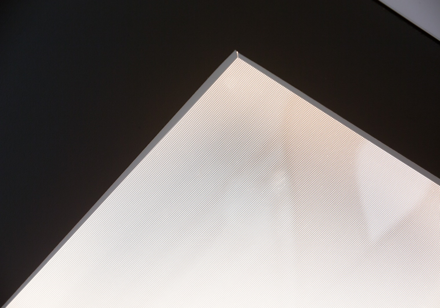 Lasergravierter PMMA-Lichtleiter mit hochwertigem Aluminiumspiegel als Decken- oder Flurbeleuchtung.